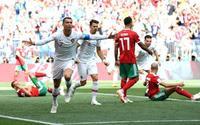 Bồ Đào Nha hạ Morocco 1-0: Ronaldo ăn vạ đến mức… 'đứt dây xấu hổ'!