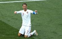 Đã ăn vạ, Ronaldo còn cầu xin trọng tài áp dụng công nghệ VAR