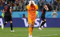 Fan cuồng đe dọa giở trò đồi bại với vợ và con gái thủ môn đội tuyển Argentina
