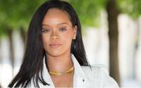 Kẻ mắt trắng khiến Rihanna đẹp lạ lẫm