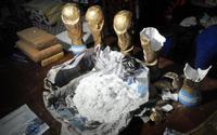 Băng đảng Argentina giấu 1,5 kg ma túy trong cúp World Cup giả