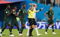 Không phải Messi, trọng tài Cakir là người hùng đưa Argentina vào vòng 1/8!