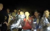 Cuộc trò chuyện video đầu tiên của đội bóng nhí Thái Lan kẹt trong hang với bên ngoài