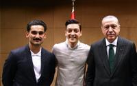 Vì hành động này, Mesut Ozil hết cửa trở lại đội tuyển Đức?