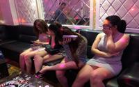 Ập vào kiểm tra quán karaoke, bắt quả tang 16 nam nữ phê ma tuý
