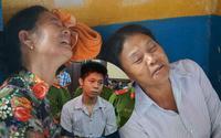 Xử vụ thảm sát 5 người ở Sài Gòn: Người thân nạn nhân khóc ngất khi thấy hung thủ xuất hiện tại Tòa