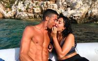 Bạn gái xinh đẹp xoa dịu nỗi đau của Ronaldo bằng cách 'độc'