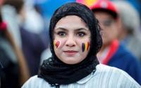 Mãn nhãn trước màn đọ sắc của dàn fan nữ tuyển Pháp vs Bỉ
