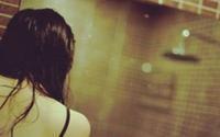 Về phòng trọ phát hiện người yêu bị hiếp dâm, nam thanh niên nhốt 'yêu râu xanh' vào nhà vệ sinh rồi báo công an