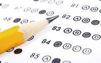 Vì sao khi đi thi trắc nghiệm bạn luôn được yêu cầu sử dụng bút chì?