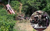 Cận cảnh hiện trường xe khách giường nằm lao vực vỡ nát, 20 người thương vong ở Cao Bằng