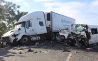 Xe rước dâu gặp nạn khiến 13 người tử vong: 'Nhiều tiếng khóc xé lòng, người dân phải kéo từng thi thể trong xe ra ngoài'