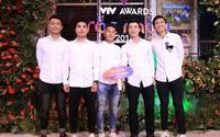 Các 'soái ca' U23 Việt Nam xuất hiện rạng rỡ, xuất sắc lập cú đúp tại lễ trao giải VTV Awards 2018