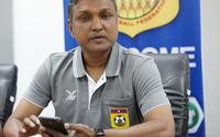 HLV tuyển Lào lưu tên hai cầu thủ đội tuyển VN trong điện thoại, lý do đằng sau khiến nhiều người bất ngờ