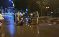 Phạt hành chính người bị cáo buộc thúc cùi chỏ làm cảnh sát giao thông ngã ngửa ra đường