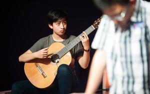 Chàng trai 18 tuổi giành 3 suất học bổng nghệ thuật 'hiếm' của đại học Mỹ