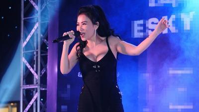 Thu Minh 'đốt cháy' sân khấu với hit 'One Night Only'