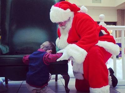 Bạn sẽ bật khóc khi biết món quà mà cậu bé này xin ông già Noel