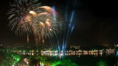 30 điểm xem bắn pháo hoa mừng năm mới ở Hà Nội