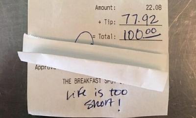 Dòng chữ viết vội trên hóa đơn khiến bạn 'mất ngủ' vì lòng tử tế