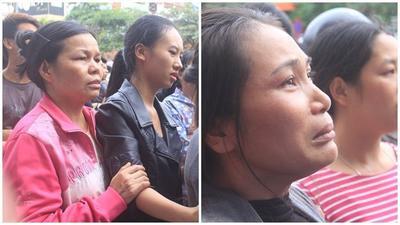 Cháy dãy karaoke Trần Thái Tông: Người dân cầu nguyện cho những nạn nhân bị mắc kẹt