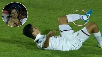 Người mẹ òa khóc nức nở khi thấy con trai bị 'đốn' gãy chân trên sân bóng