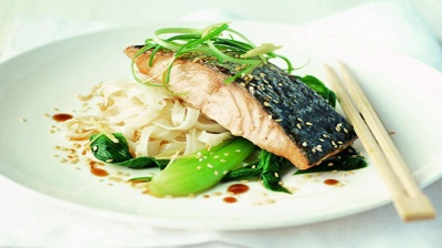 Cách làm Teriyaki cá hồi dùng với mì xào tỏi như người Nhật