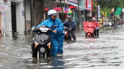 Miền Trung có nơi mưa rất to, lũ lên nhanh