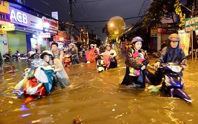Sài Gòn mưa như trút nước, nhiều nơi ngập sâu