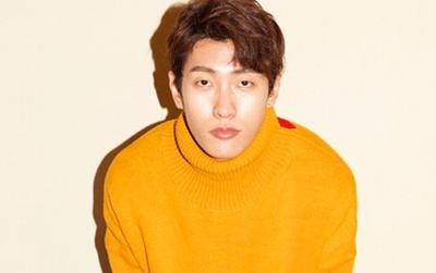 Bị cáo buộc gian lận trên BXH nhạc số, nam ca sĩ Kpop gặp stress nặng và phải cắt đứt mọi liên lạc