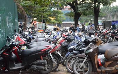 Bãi gửi xe 'chặt chém' người hâm mộ đến lấy vé xem trận chung kết Việt Nam gặp Malaysia với mức giá trên trời