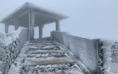 Lác mắt ngắm đỉnh Mẫu Sơn bị băng tuyết bao phủ trắng muốt ngày rét kỷ lục -1,1 độ C
