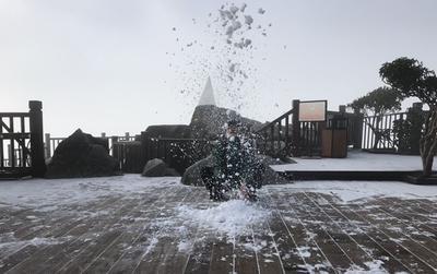 Trọn bộ ảnh đẹp như mộng ngày đỉnh Fansipan hóa châu Âu thu nhỏ nhờ băng tuyết phủ trắng xóa