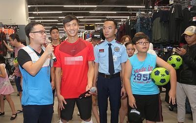 Phan Văn Đức tưng bừng đi shopping thời trang thể thao