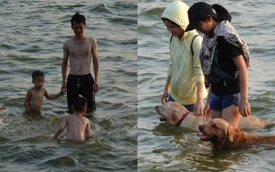 Nắng nóng cực điểm đúng dịp cuối tuần, người lớn trẻ em lẫn thú cưng cùng đổ ra Hồ Tây tắm giải nhiệt