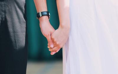 Những cái nắm tay cuối cùng của đời học sinh trong lễ bế giảng trường THPT Hàm Rồng-Thanh Hóa