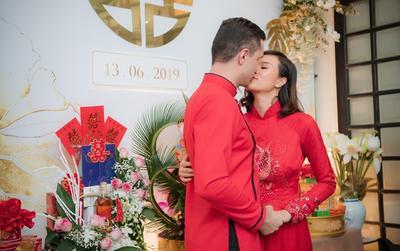 Đám hỏi Phương Mai: Siêu mẫu mặc áo dài cá chép đỏ rực hôn chồng đắm đuối