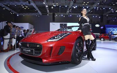 Đọ dáng Subaru BRZ và Jaguar F-Type, 2 mẫu xe sport thu hút nhiều người xem tại VMS 2019