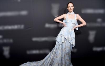 Siêu mẫu Coco Rocha đẹp như nữ thần khi diện váy của NTK Việt