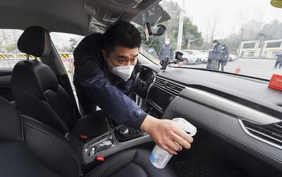 Đây là cách ông lớn gọi xe Trung Quốc phát hiện tài xế lười đeo khẩu trang