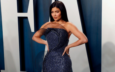 Sau khi quyên góp 1 triệu USD, Kylie Jenner tiếp tục sản xuất nước rửa tay khô vì dịch Covid 19