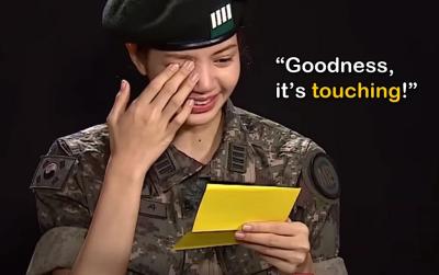 BLACKPINK chuyện chưa kể: Jisoo từng viết thư tay khiến cô em út Lisa bật khóc nức nở