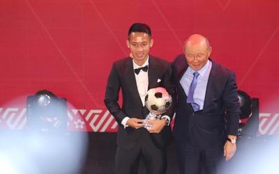 Hùng Dũng giành QBV 2019: Phần thưởng xứng đáng cho 'chiến binh' thầm lặng