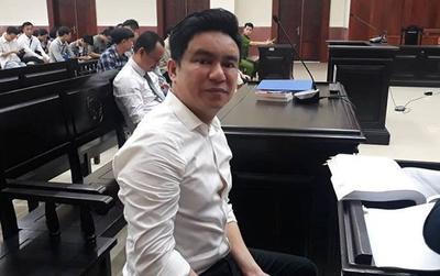 Bác sĩ Chiêm Quốc Thái bức xúc rời phiên tòa vì vắng mặt nhân vật có vai trò 'bí ẩn'