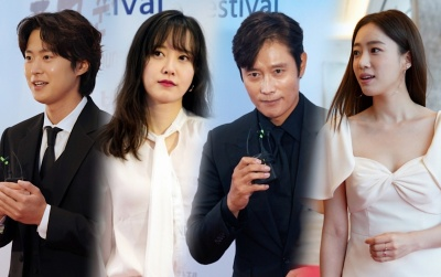 Thảm đỏ 'LHP Chunsa 2020': Goo Hye Sun đọ sắc Eunjung (T-ARA), Lee Byung Hun điển trai