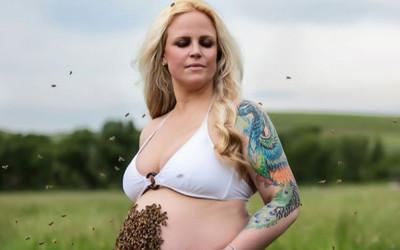 Mẹ bầu 8 tháng gây sốc vì chụp bộ ảnh ong đậu đầy trên bụng