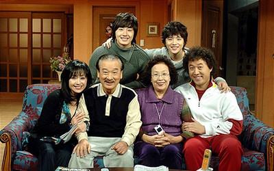 Yoon Ho tái ngộ với bà nội Na Moon Hee sau 14 năm Gia đình là số 1 lên sóng!