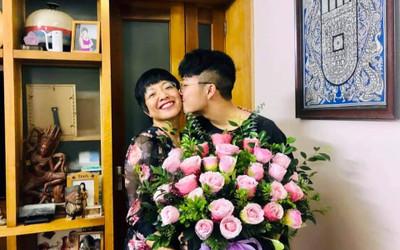 Con trai MC Thảo Vân lại khiến người hâm mộ xúc động trước hành động này dành cho mẹ