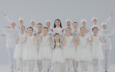 Đoan Trang và con gái song ca, tri ân 'những thiên thần áo trắng' ngày đêm chống dịch