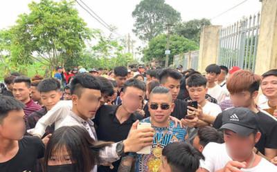 Cảnh sát truy tìm hai kẻ bịt mặt nổ súng bắn xe ô tô 'thánh chửi' Dương Minh Tuyền